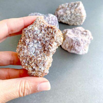 lepidolite em bruto surya cristais