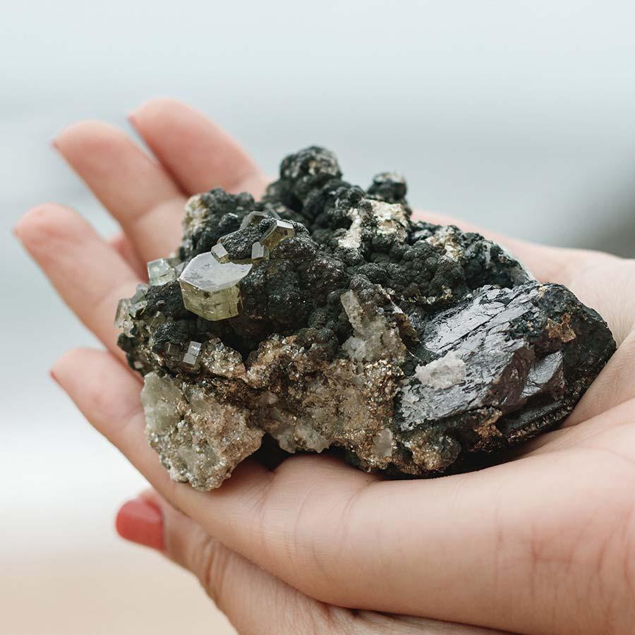 siderite com mica e apatite surya cristais