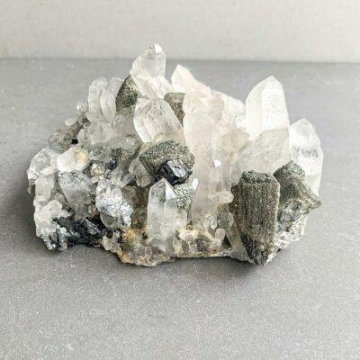drusa de quartzo com cassiterite surya cristais