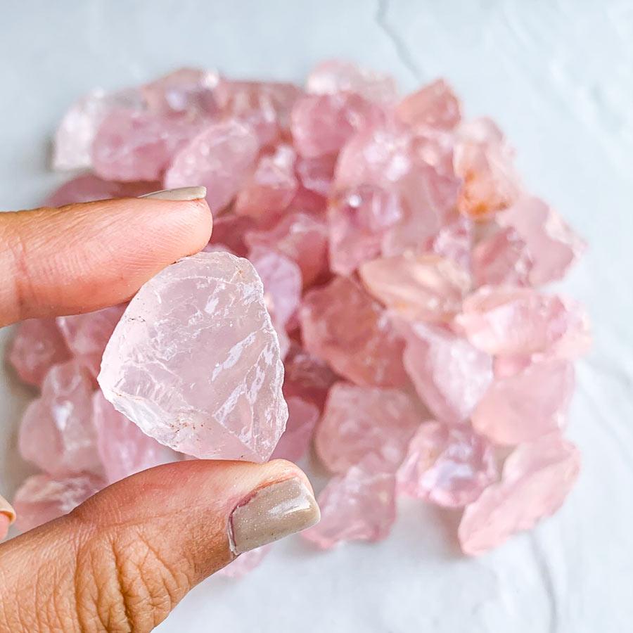 quartzo rosa em bruto de bolso