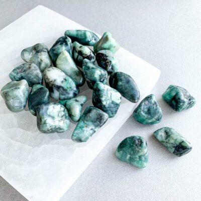 esmeralda rolada surya cristais