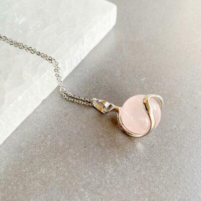 colar quartzo rosa em aço surya cristais