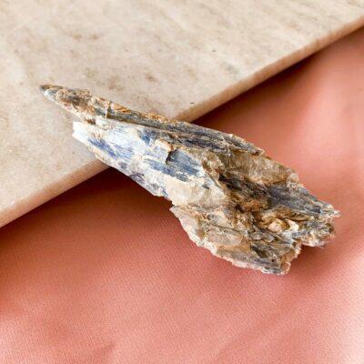 cianite azul em bruto surya cristais