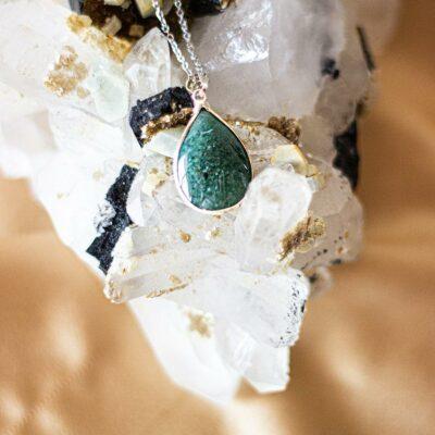 colar de quartzo verde surya cristais